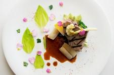 和牛料理をメインディッシュに、横浜や近隣の畑でとれた食材など、季節を楽しむ料理をご堪能ください。