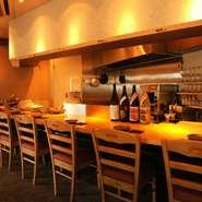 カウンター8席、テーブル席8席のこじんまりとしたお店です。デート、接待、ご友人など、大切な方と大切なお時間を、美味しい料理と美味しいお酒、そして素敵な空間をご提案いたします。