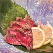 昆布がを牛もも肉の旨味を引き立て、表面を炙ることで風味豊かな逸品となっております。