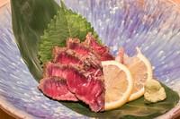 牛モモ肉の昆布〆炙り