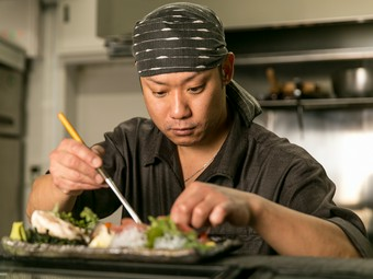 最高、一番の組み合わせだから手抜かりは無し。寿司と酒に注目を