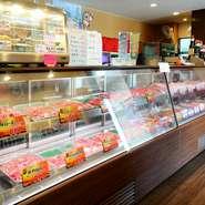 日本三大和牛のひとつでもある松坂牛や作良牛、三重牛など安全と品質を誇る「肉市場坂牛」。精肉店直営だからこそ味わえるハイクオリティの焼肉が、リーズナブルに楽しめます。国産和牛の旨みの違いを実感できます。
