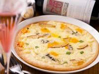チーズづくしの定番人気メニュー『4種のチーズピザ』