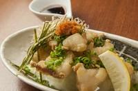道産和牛モツを揚げて、和出汁で割った温かいポン酢で食べる新スタイル! まろやかなのにサッパリ感覚!