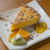 食後のスイーツはタルトが人気。季節限定の『カボチャのタルト』