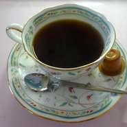 コーヒーは「ごてんば焙煎館」スペシャリティコーヒーを、紅茶はアイルランド紅茶を提供いたします。