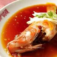 海鮮や野菜など、旬の食材を取入れたメニューを季節ごとにご提案しています。 ※写真は空芯菜の炒め(夏季限定)