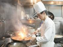 中華一筋25年の敏腕料理長が、素材にこだわった料理をつくります