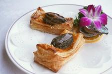 美食節受賞:名物料理『活アワビの焼きパイ』を中心とした一番人気コース。 ※季節毎に内容を変更します。