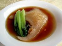 フカヒレの姿煮や北京ダック、長時間蒸して滋味深い味わいの広東式スープなど、豪華な食材をお楽しみ下さい