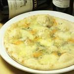4種チーズのピッツァ。モッツァレラ・パルミジャーノ・ゴルゴンゾーラ・ペコリーノチーズ