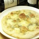 チーズと蜂蜜のピッツァ。ゴルゴンゾーラ・モッツァレラチーズ・蜂蜜