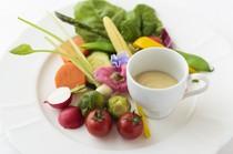 旬のイタリア野菜がメインの『夏野菜のバーニャカウダ』