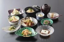 5月10日まで、旬の竹の子料理をご提供。ご予約承っております。