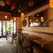 お洒落な店内でマレーシア料理を堪能しながらロマンチックな夜を