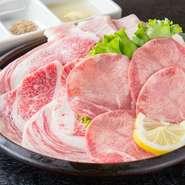 牛肉のタンと、希少部位コウネ(肩バラの一部)、それにトントロを加えた、まさに「コリコリ食感」を楽しめる盛合わせ。塩コショウで味付けしているので、そのままでおいしくお召し上がりいただけます。