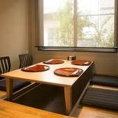 シンプルで凛とした空気を感じる個室は、接待やデートに