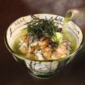 カシューナッツとクルミ、胡麻を使用した特製「胡麻だれ」が絡んだ新鮮な鯛のおいしさが際立つ『鯛茶漬け』