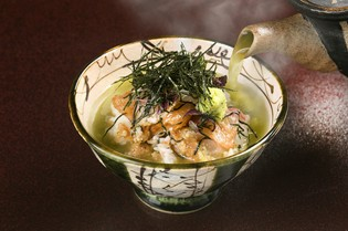 愛媛県で朝どれした新鮮な鯛でつくった『鯛茶漬け』