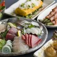 魚屋を営んでいる実家から、毎日新鮮な物を仕入れている魚。ほど良い厚みの刺身を器いっぱいに盛り付けた『刺し盛』は、味も値段もボリュームも大満足できる自慢のメニューです。