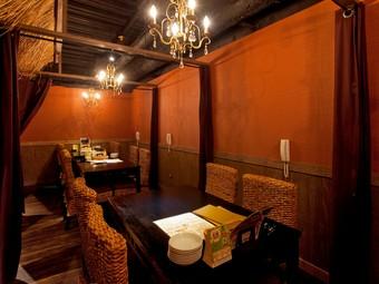 さまざまなシーンに対応できる、落ち着いた雰囲気の個室
