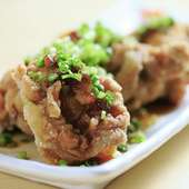 ねぎの甘辛いソースが鶏もも肉のおいしさを引き立てる『カリカリチキンのネギソース』