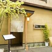 雰囲気を損なわないよう透明度の高い飛沫防止アクリル板設置