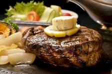 市場に出回らない幻のブランド牛「鳳来牛」フィレ。「肉の王様」シャトーブリアンに、より近い部位のみ使用