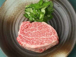 しゃぶしゃぶやステーキで提供している宮崎県産の『黒毛和牛』