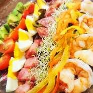 ハワイの アボカドコブサラダ