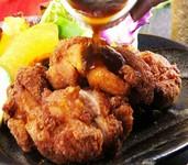 豪快に一枚肉を揚げた ハワイのローカルフード「モチコチキン」 (ハワイの唐揚げ)ガーリックシュリンプに並ぶHaLeのロングセラー さっぱりサクッとお楽しみ下さい!