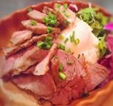 ハワイの山「ダイヤモンドヘッド」をイメージした豚肩ロースを200g使用したステーキ!赤身の中に脂質が網目状にひろがり 普通のロースより脂身が多いので コクがある濃厚な味わいが楽しめます。
