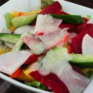 地産地消!【立川産野菜】をカラフルに盛り付け!【手作り玉ねぎドレッシング】でお召し上がり下さい。
