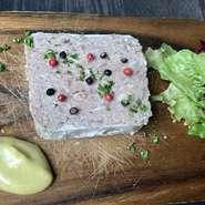 珍しい採れたて野菜と手作りフレンチドレッシング。  写真はイメージです。