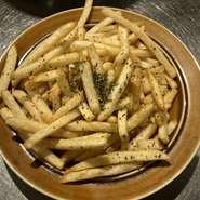 埼玉産のそば粉を使ったビストロ定番料理。卵と生ハム、チーズのコンビネーションが楽しめます。