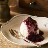 フレッシュチーズのコクとアイスクリームのような口どけが楽しめる『レアチーズケーキ』