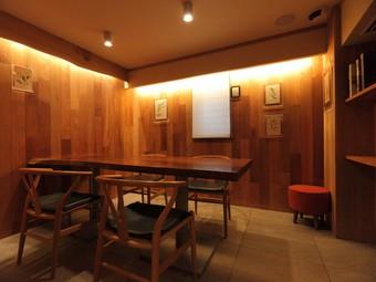 木の温もりあふれる個室は、プライベートと重視です