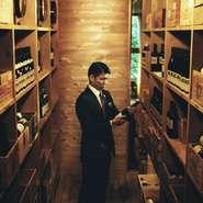 軽井沢ホテルブレストンコートの一角に特別に設けられたワインセラーがあります。優に人が入れる大きさのこのワインセラーにはユカワタンのワイン約2000本が保管され、その出番を待っています。
