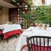 テラスでもお食事ができるフレンチレストラン
