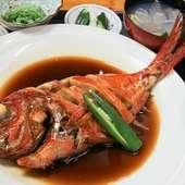 新鮮な海の幸をふんだんに使った料理