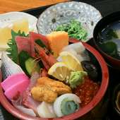 脂がのった季節の魚介類を心ゆくまで楽しめる『よかっぺちらし』