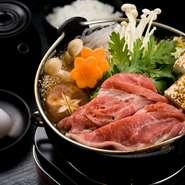 石垣牛KINJOBEEFや石垣島アグー豚を使ったしゃぶしゃぶなど、厳選されたブランド肉を使った鍋料理が味わえるのも魅力の一つ。『石垣牛すき焼御膳』『アグー豚しゃぶしゃぶ御膳』などがリーズナブルに楽しめます。