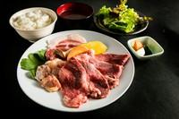 石垣島の自社牧場で育った「石垣牛KINJOBEEF」や「石垣島アグー豚」をはじめ、厳選した食材の数々を味わえるお得なセット。焼肉金城の魅力を詰め込んだ、ランチタイム限定メニューです。