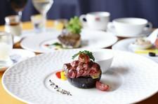 女性に人気のレディースコース。お魚料理とひとくちステーキが付いたハーフサイズ(量)のフルコース仕立て