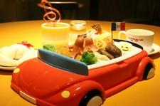 お子さまに人気の ハンバーグと海老フライ、スパゲッティー・ソーセージのワンプレートの盛り合わせです。