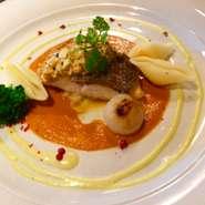●選べるメインディッシュ ・瀬戸内産 鯛のポワレ ~アメリケーヌソースとトマトのソース