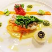 瀬戸内産 鯛のポワレ~カレー風味のスービーズソース&トマトコンフィット添え~