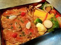 柔らかいお肉に甘いタレがかかったステーキ丼。間違いない!としか言いようがない商品。