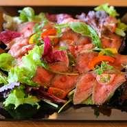 黒毛和牛ならではのお肉の柔らかさと味を楽しんで下さい! 赤ワインもいいけど、キリっとシャンパン片手にどうぞ・・!現在人気No.1の商品!