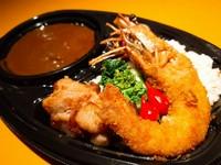テイクアウトの為にオリジナルピザ考案しました。しかもソースはトマトソースとクリームソースのチョイスができます!安定のトマトソースか!?クリーミーな味わいのクリームソースか!? 迷いますねー!!